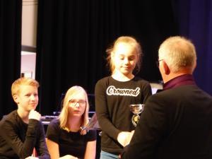 Grieteke Schrama krijt priis beste jeugdkorps LDH B - solistekonkoers 7-4-18